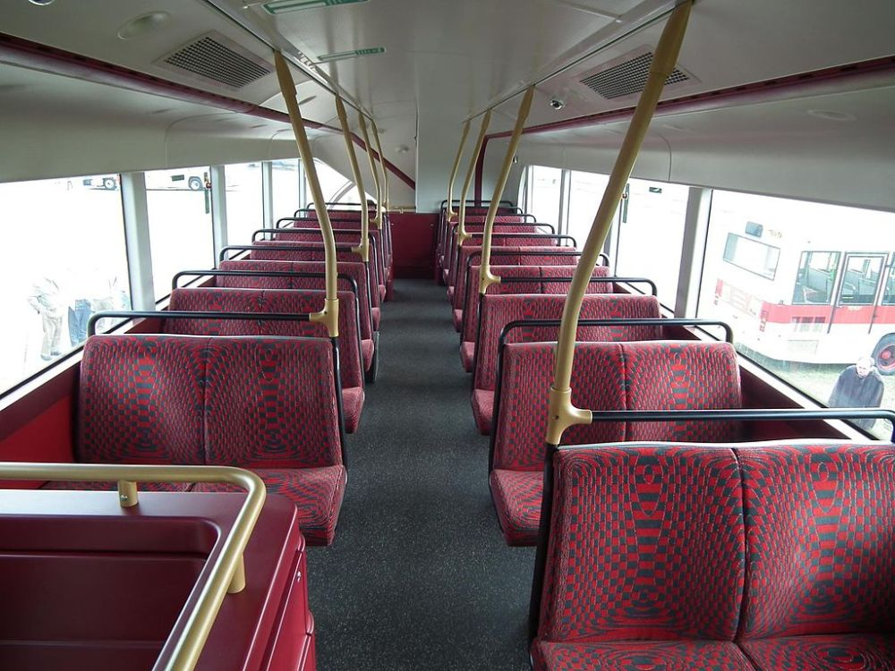 1024px-Arriva_London_LT7_LT12_GHT_interior